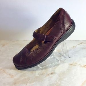 Clarks Structured Mary Jane Leather Flats